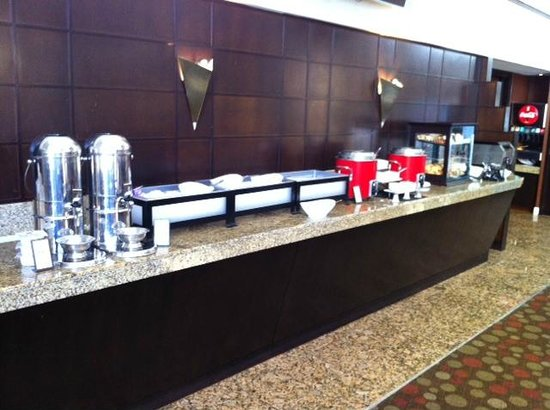 Hilton Atlanta: Breakfast area