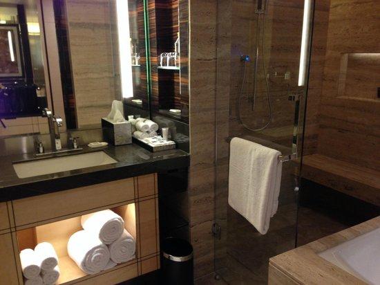 JW Marriott Hotel New Delhi Aerocity: Bathroom