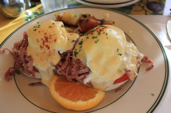 Mama's on Washington Square : Eggs to die for