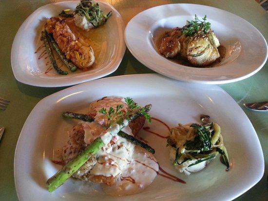 La Casita Tapas & Wine Bar: La pesca del día, callo de hacha y camarones al coco con mango.