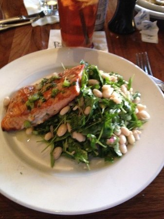 Paul Martin's American Bistro: Salmon with salad