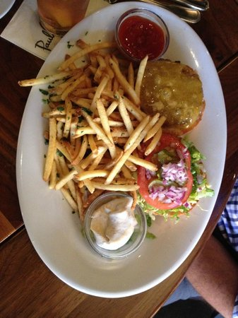 Paul Martin's American Grill: Hamburger with fries