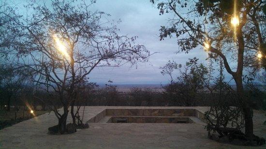 Kikoti Safari Camp: Terrace with fire pit