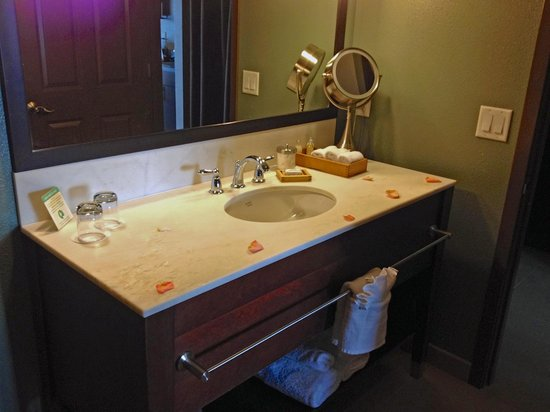 The Coho Oceanfront Lodge: The Sunset Suite