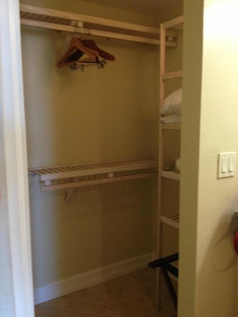 The Neptune Resort : Walk-in open closet with loads of storage