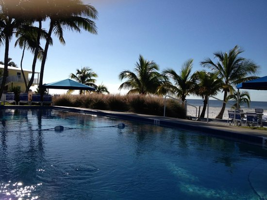 The Neptune Resort : Pool 1 next to beach