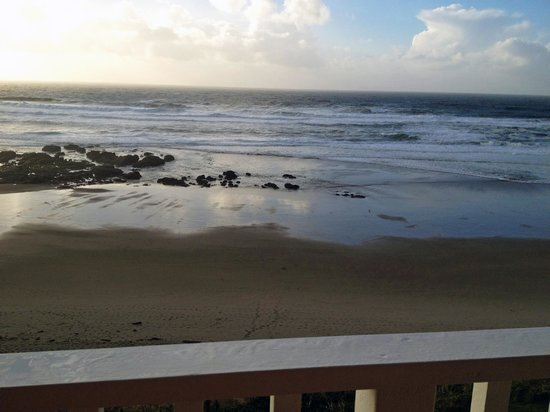 The Coho Oceanfront Lodge: View from the Sunset Suite