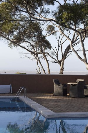 Eucla Motor Hotel: view from the pool