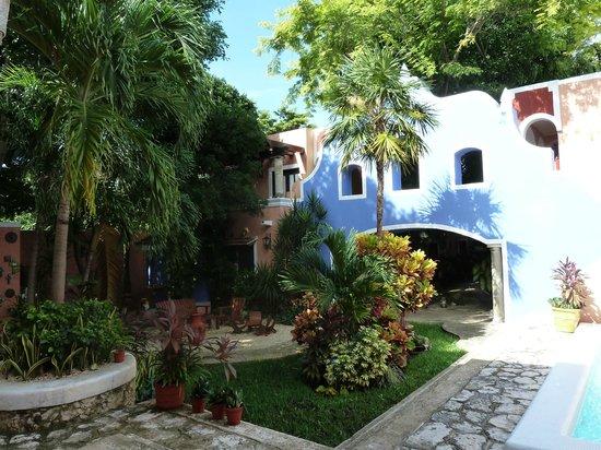 Hotel Casa de las Flores Playa del Carmen: Vue du petit jardin situé à l'avant