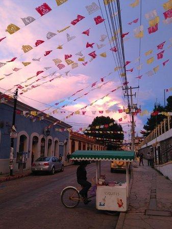 Hostal La Casa de Paco: The street outside the hostel