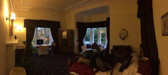 The Chestnuts Hotel : huge windows
