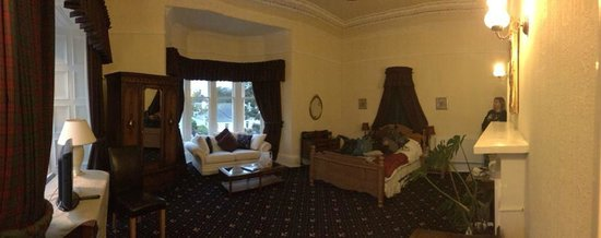 The Chestnuts Hotel : We couldn't believe how big the room was
