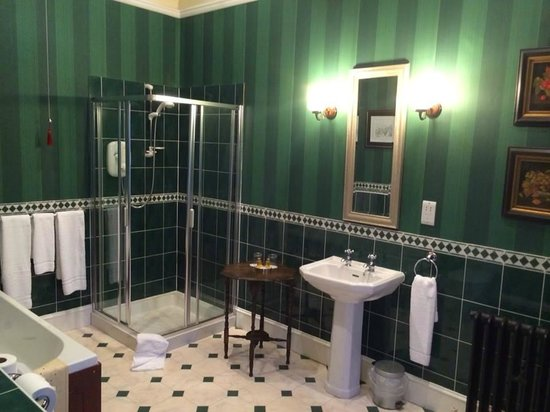 The Chestnuts Hotel : Huge bathroom with a Juliet Balcony. Full size tub was wonderful to relax in after 14 days on th