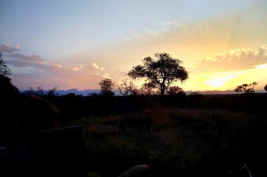 Pondoro Game Lodge: african sunset