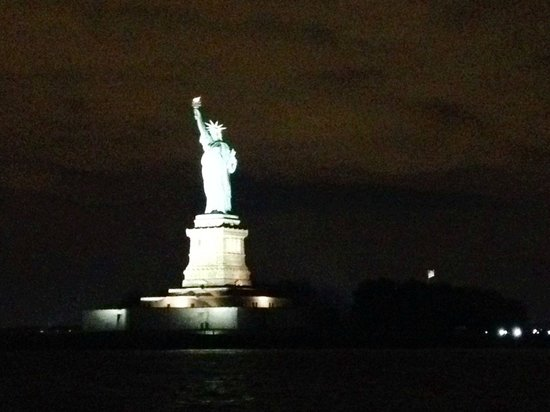 Bateaux New York: Statue of Liberty! Go outside to take photos.
