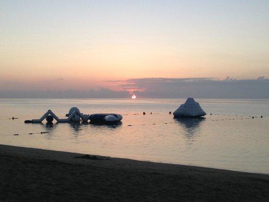 Robinson Crusoe Island Resort: Sunset