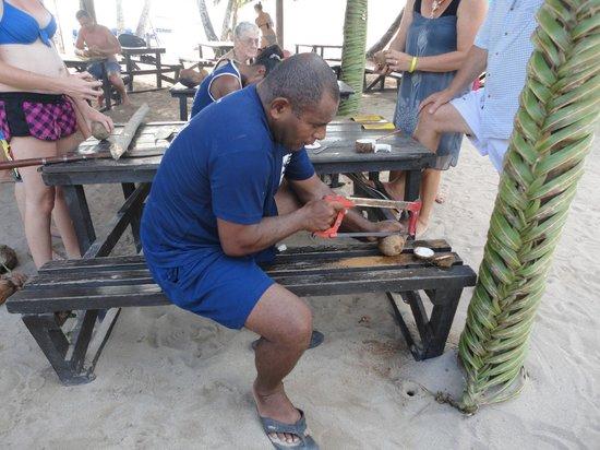 Robinson Crusoe Island Resort: Making Coconut Bracelets