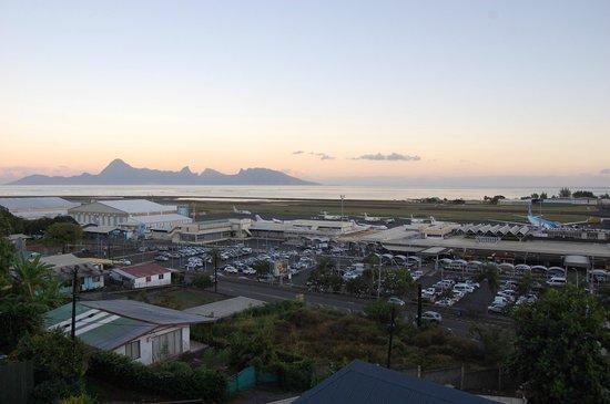 Tahiti Airport Motel: Vue sur Moorea & Aeroport  vers 6am