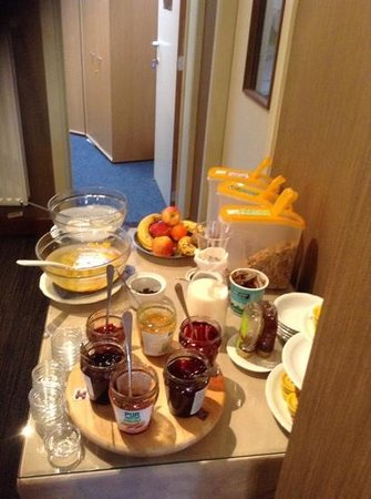 Hotel Fevery: tasty breakfast