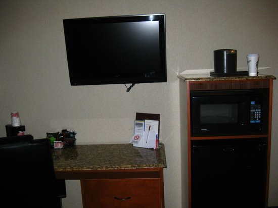 Ramada Frisco: Big TV and micro/fridge