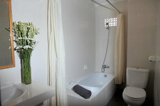 Legian Village Hotel: Bathroom
