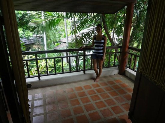 Baan Chaweng Beach Resort & Spa : Our big balcony.  There is furniture off to the side which we moved into place.