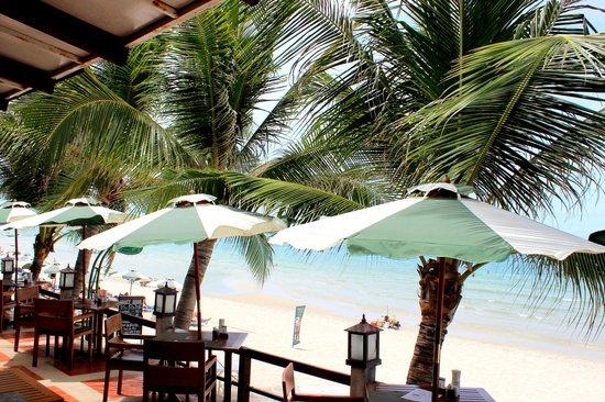 Baitong Restaurant Chaweng Beach: Terrace