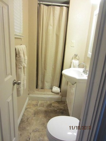 Country Inn & Cottages : Bathroom