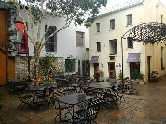 Cape Heritage Hotel: courtyard