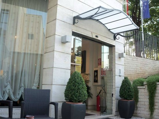 Saint Paul Hotel : Hotel Entrance