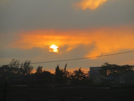 Jupiter Guest Resort Langata : Sunrise from our window