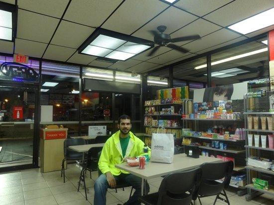 Halal Food Express While Eating En Shawarma