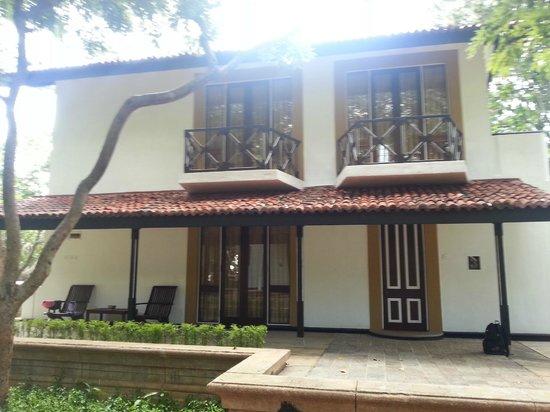 Cinnamon Lodge Habarana: View of the villa