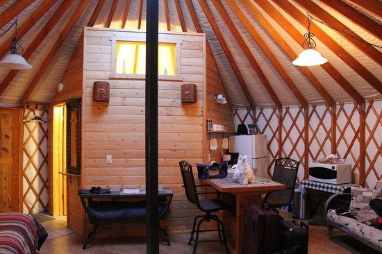 Alaska Base Camp : inside the yurt