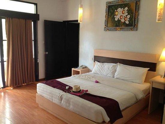 Puri Saron Seminyak : Room with connecting door