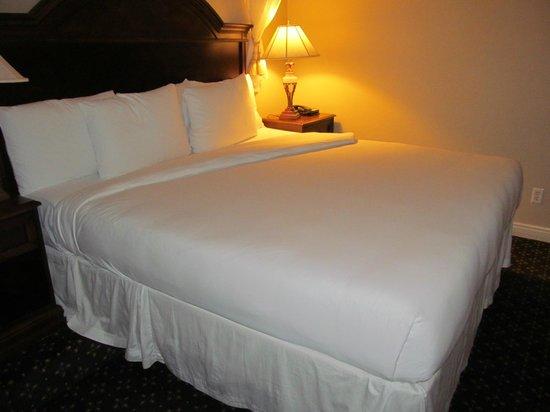 Peery Hotel: King Bed