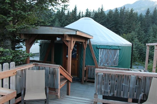 Alaska Base Camp : The Yurt