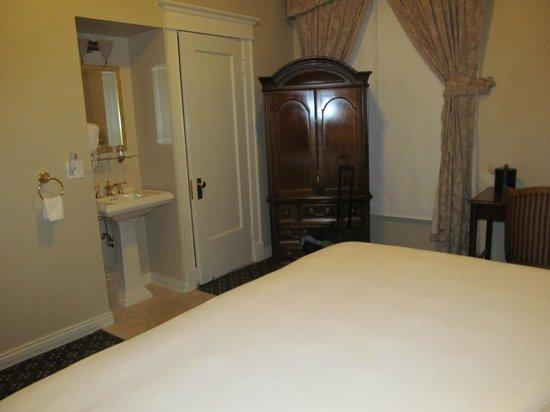 Peery Hotel: Room