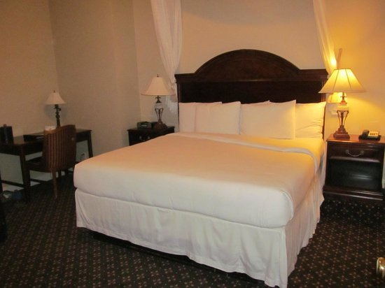 Peery Hotel: King Bed