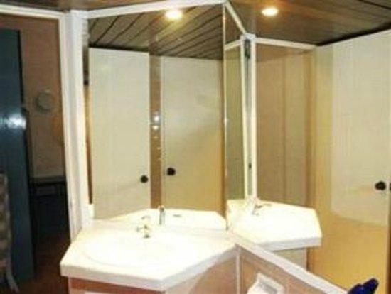 Bayu Emas Apartments : Bathroom