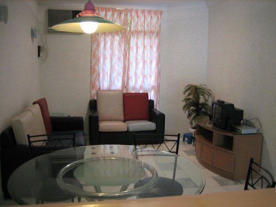 Bayu Emas Apartments : Living Room