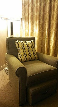 Sheraton Reston Hotel: Sofa