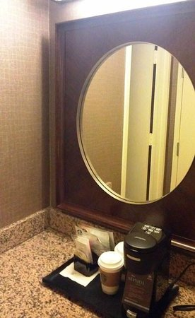 Sheraton Reston Hotel: Vanity area