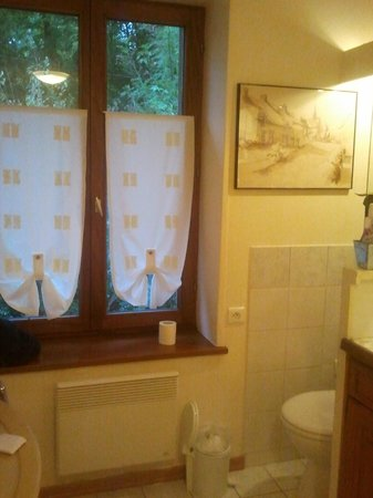 Le Thil B&B : Well decorated bathroom