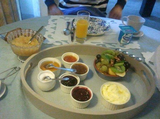 Le Thil B&B : Breakfast