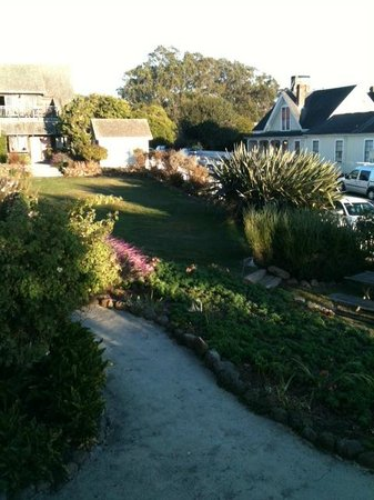 MacCallum House Inn: Garden area