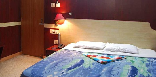 Kavithanjali Guest House: double a/c room