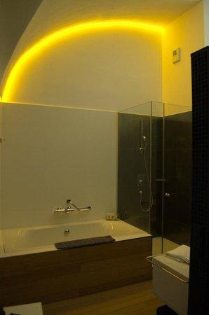 Bohem Art Hotel: LED lighting