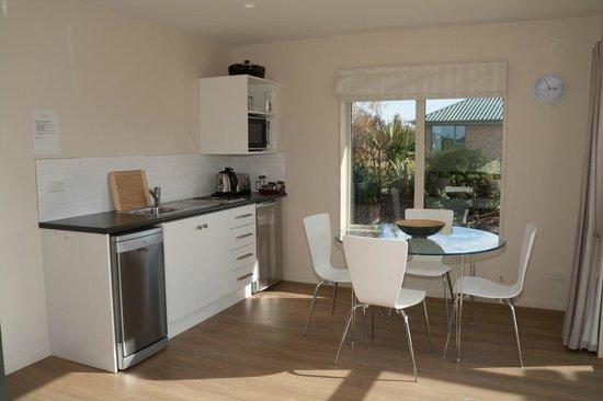 Teviot View Accommodation: kitchenett 2-bedroom unit