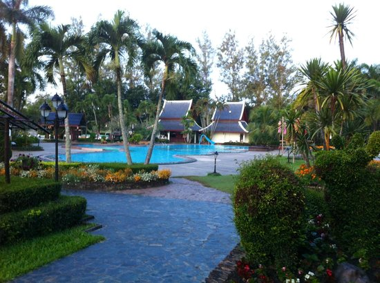 Wiang Indra Riverside Resort: Swimming pool